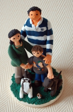 Cake topper family with child and dogs